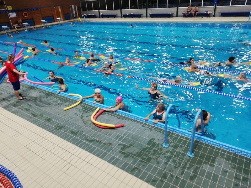Danas, 18. februara, u 16:30 časova, na zatvorenim bazenima Sportskog centra Soko u Somboru startuje program pod nazivom Besplatna rekreacija  u vodi. Ovaj program odvijaće se utorkom i četvrtkom, od 16:30 do 17:30 časova.   #sombor #bazeni  http://bit.ly/Besplatna-rekreacija-u-vodi…pic.twitter.com/uowG44nQpr