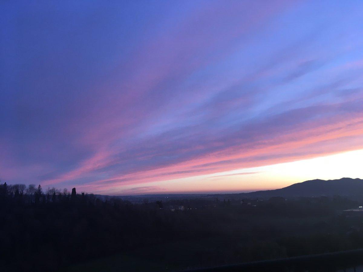 Tramonti meravigliosi 🍇💜 #agriturismovedova #sunsetlover #vivivedova #valdobbiadene #tramonti