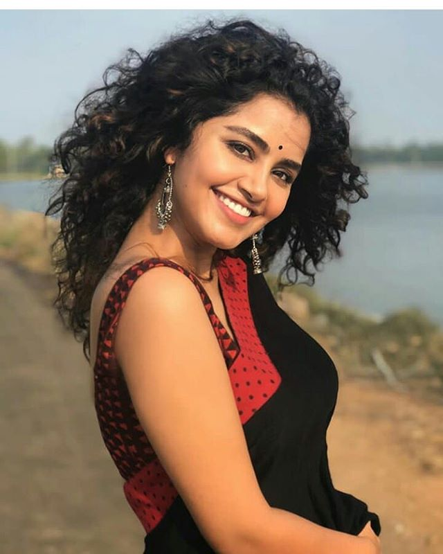 Beautiful Anupama . . .  #earrings #celebrityfashion #jhumka #jhumkaswag #southactress #jhumkalove #kundanearring #beautifuldestinations #gorgeous #celebrity #celebrityjewellery #beautiful #gorgeousbride #anuamaparmeswaran #eyelashes #lookstyle #earringlove #look #jewellerydesignpic.twitter.com/QsKom1JYLO