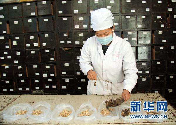 Traditional Chinese medicine (#TCM) to be used in treatment of non-critical #COVID19 patients in Wuhan. http://www.xinhuanet.com/english/2020-02/14/c_138784403.htm …pic.twitter.com/574xaa3oTh