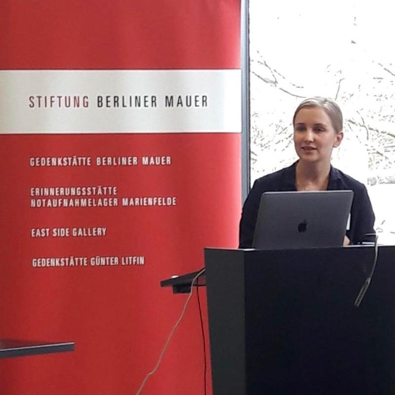 test Twitter Media - Auf der @dvpw  #powilehre-Tagung hielt unsere Kollegin Anne Goldmann @nrw_sog @unidue gestern einen Vortrag über Planspiele in der akademischen Lehre!   Fazit: Sie bieten eine sehr gute Möglichkeit das Verständnis für politische Prozesse & Akteure zu steigern. https://t.co/HqCzVps9mn