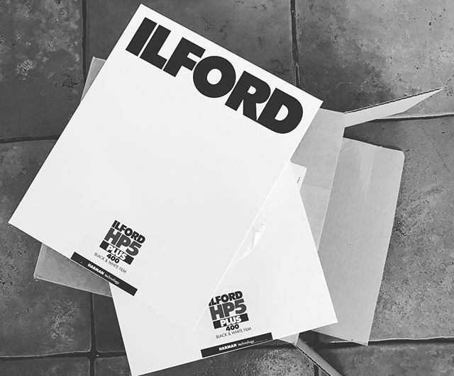 That's the kind of delivery I like to see arriving at the door! Two boxes  8x10 HP5 to use with the Gandolfi camera . @ilfordphoto #bnw #filmphotography #filmisnotdead and I'm think contemplating the new Leica monochrom at 40mega pixels when really this … https://ift.tt/37CTfe8pic.twitter.com/UFNlsC33ml