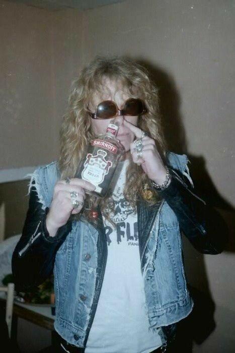 ¦ #Ghost ¦ #NamelessGhoul ¦ #PapaEmeritusIII ¦ #Ghostbc ¦ #Ghostband ¦ #Metallica ¦ #JamesHetfield ¦  - Я и моя последняя нервная клетка мозга, защищающая меня от нервного срыва:pic.twitter.com/c55S7Qngis