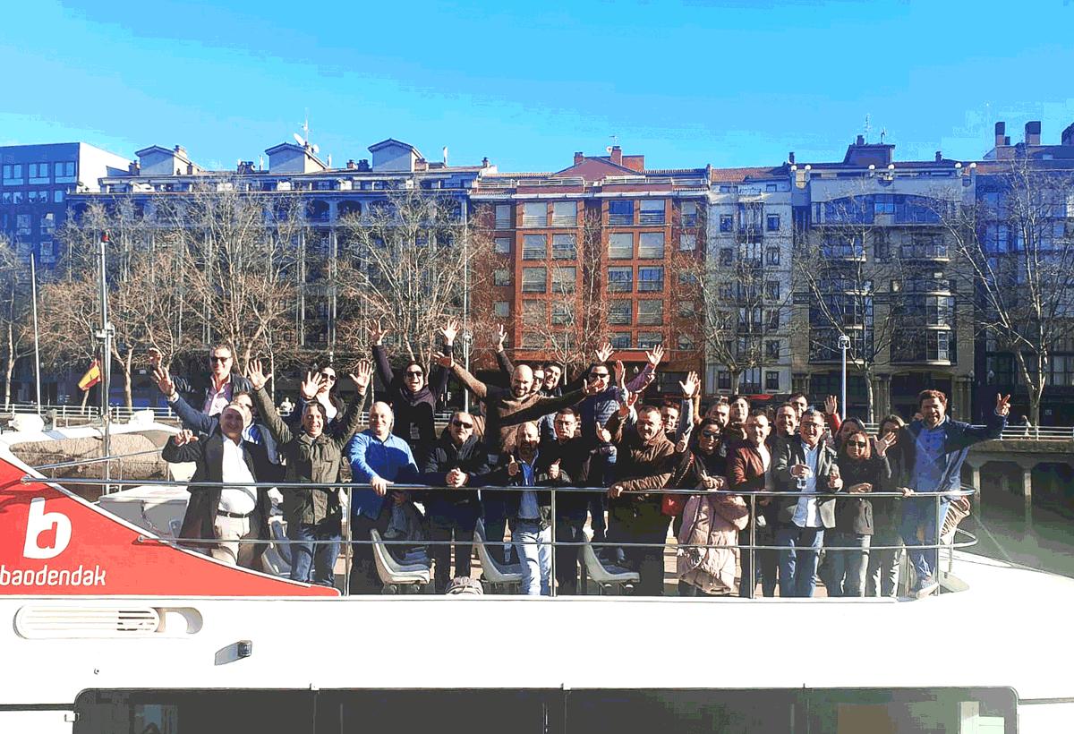 En @segurma este año hemos reunido en #Bilbao a tod@s l@s compañer@s del departamento comercial de #Bizkaia #Donosti #Madrid #Vigo y #Orense para una jornada de #Trabajo, #Formación y #Coaching orientada a mejorar la atención y el servicio hacia nuestros #clientes