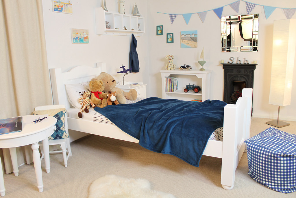 Space-saving bedroom ideas for families http://dld.bz/h6VPQ  #familylife #familyhome #HomeSweetHome pic.twitter.com/64LqrLnVr9