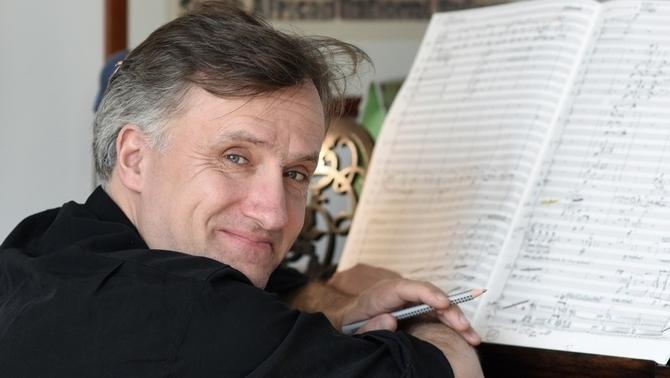 📢Aquest dijous retransmetrem l'estrena del concert de Jan Müller-Wieland, un dels compositors i directors d'orquestra més famosos de la nova música alemanya 🔗https://bit.ly/38uV4LD   #endirecte des de Hannover
