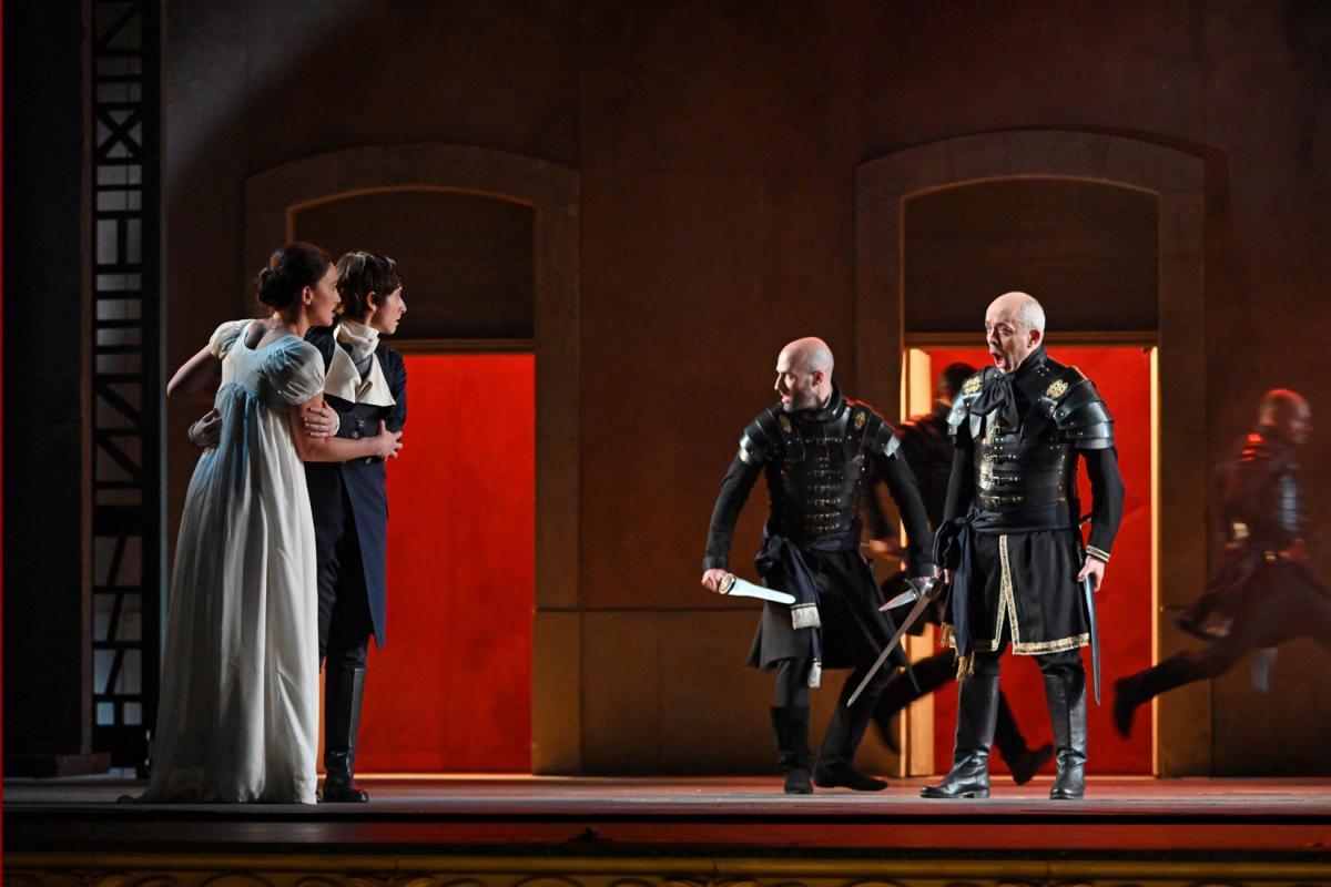 """Demà s'estrena al @Liceu_cat """"La clemenza di Tito' de #Mozart. Descobreix els detalls de la darrera òpera del geni salzburguès de la mà de @jaumerb a @tardaopera  🎧https://bit.ly/2HzFcvG  #LaClemenzaLiceu  📷 A. Bofill"""