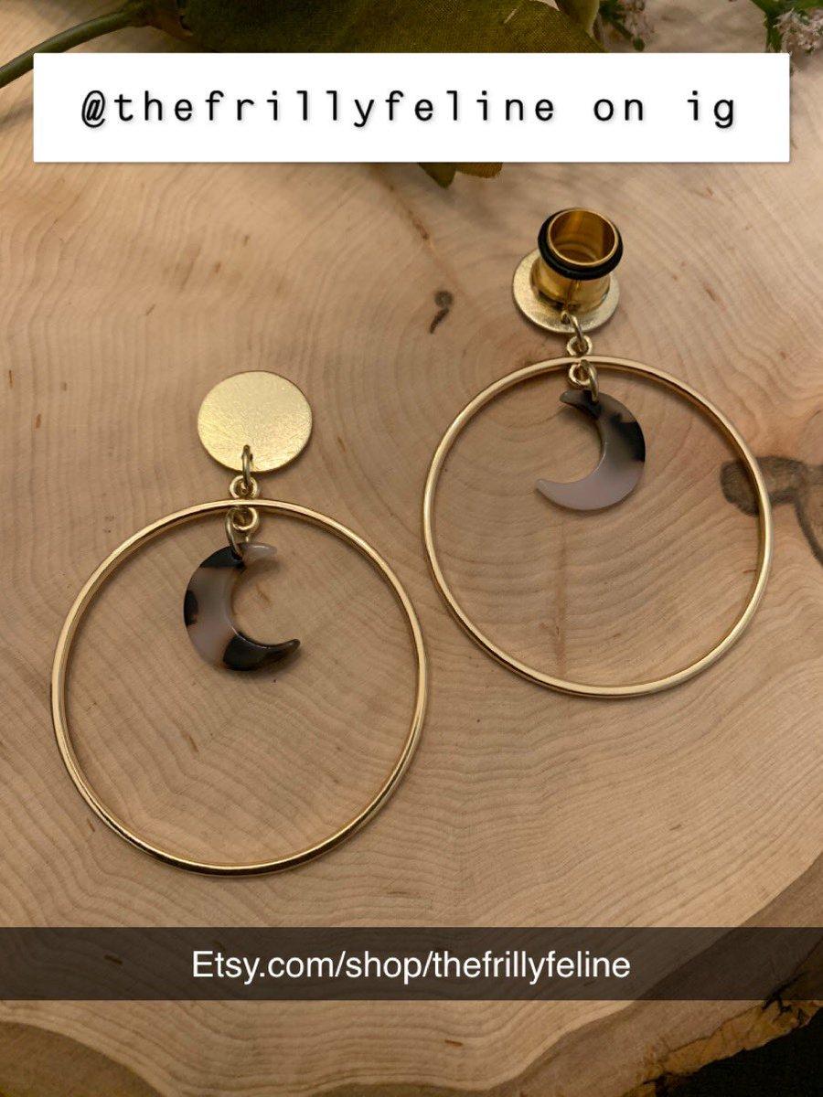 http://Etsy.com/shop/thefrillyfeline… #gauges #eargauges #gauge #gaugedears #girlswithgauges #earpiercings #earpiercing #earrings #plugs #plugearrings #dangleplugs #stretchedears #alternative #alternativegirls #piercings #girlswithpiercings #girlswithtattoos #jewelrypic.twitter.com/nknJhqEywH