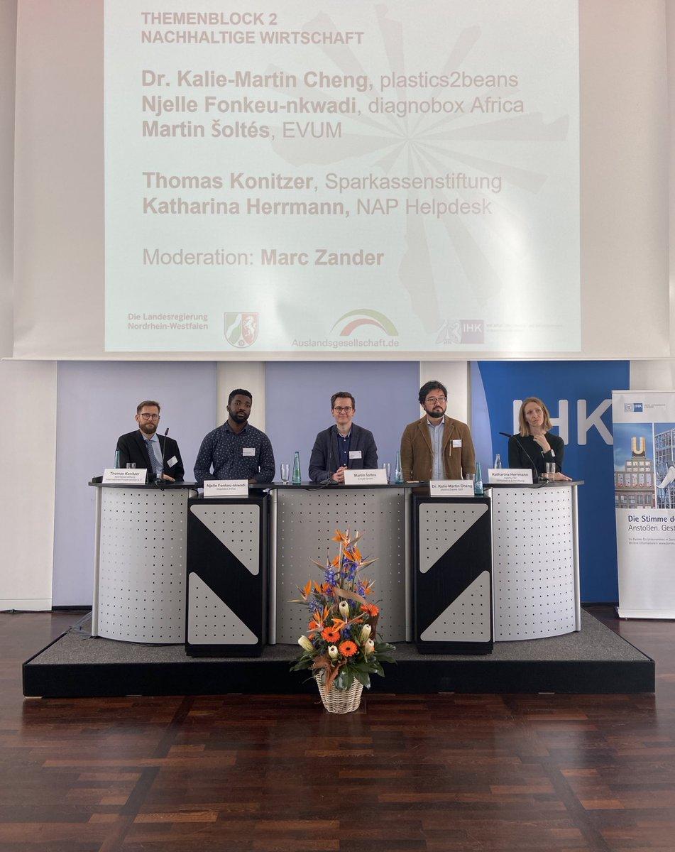 """""""Nachhaltige Wirtschaft bedeutet unter anderem: Partnerschaft in lokalen Komponenten denken und Business-Modelle gemeinsam erarbeiten"""", meint @Kath_Hermann vom #NAPHelpdesk. #AfrikaWirtschaftNRWpic.twitter.com/VpOqDbKXHB"""