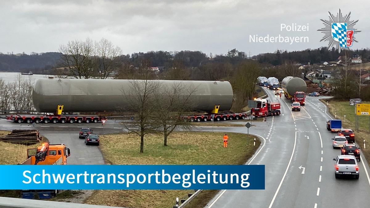 Von #Passau nach #Burghausen. #Schwertransport mit Polizeibegleitung.  Kleinere #Verkehrsbehinderungen, ansonsten reibungslos. Ein Brummi war sage und schreibe rund 60 Meter lang, ca. 6 Meter breit, 8 Meter hoch und wog beachtliche 253 Tonnen. #WirFuerEuchpic.twitter.com/rhF7E7qnhX