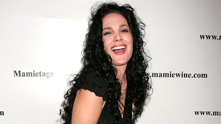 A happy Birthday to Queen of the B-movies  Julie Strain  who has appeared in the films Witchcraft IV: The Virgin Heart, The Unnamable II and  The Bare Wench Project.  #horror #HorrorCommunity #tuesdayvibespic.twitter.com/QRbOVALq5y