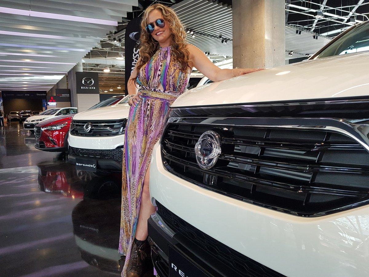 La nueva Rexton4 de @ssangyongcol Divina! 7 puestos,motor Turbo 2.0 ,digital, asientos en cuero,cómoda,elegante y accesible en costo. 🥰🚙 #auracristinageithner #lapotradelabanda #Colombia #Medellin #goals #happy #smiles #power #ssangyong #igers #cars #camioneta #rexton4x4 🙏
