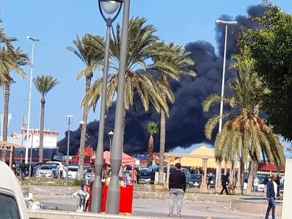 Major fire (fuel storage?) after suspected Haftar artillery strike on the port in Tripoli. #Libya