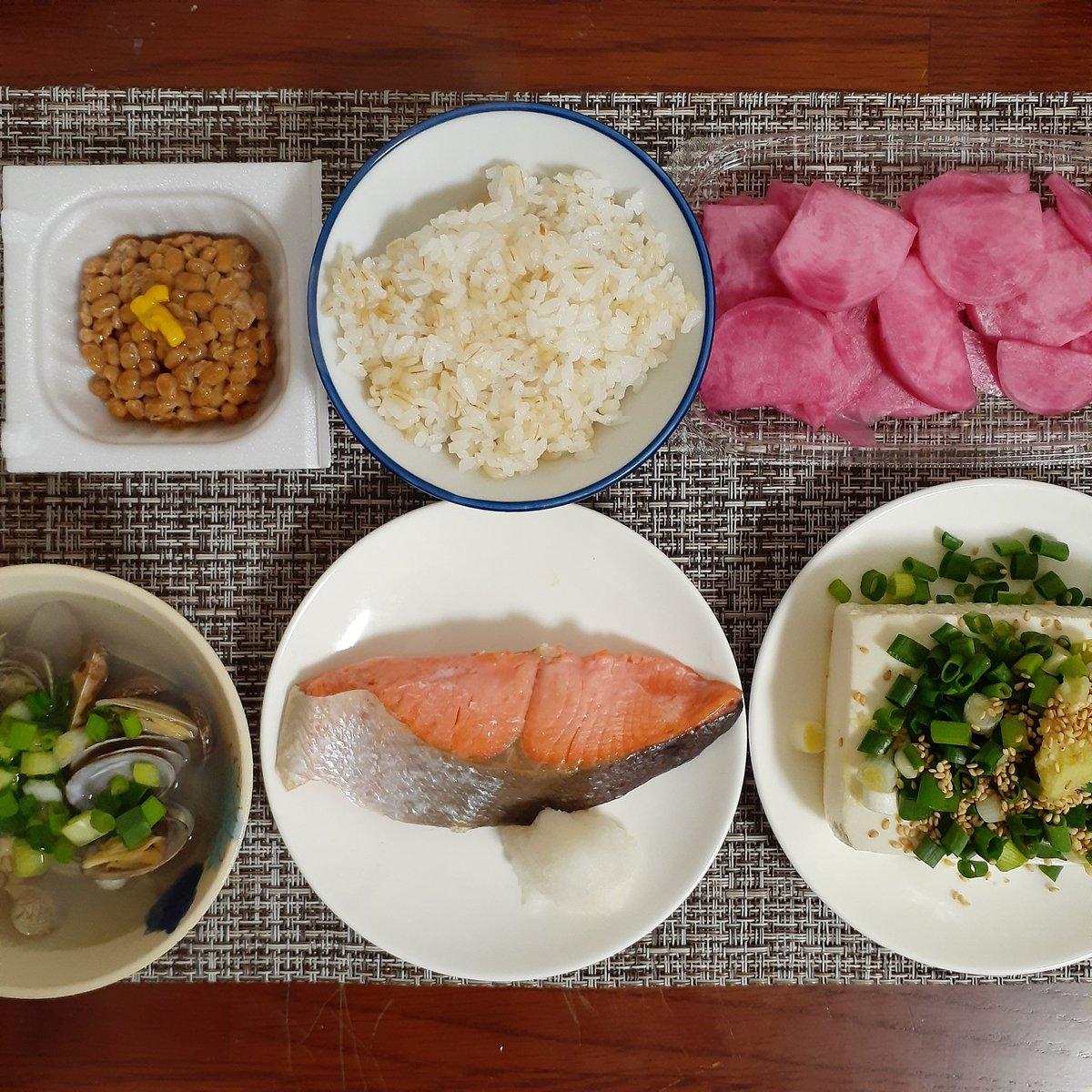 純和風なメニュー。ごま油ひとさじ加えたしょうがあさり汁は絶品です#ロカボ #ダイエットメニュー #ダイエット食 #ダイエット垢 #ダイエット垢さんと繋がりたい  #lowcarb #dietfood #fitfood #enzyme #dietcleanse #japanesecuisine #japanesefood  #salmon #clam #tofu #natto #tsukemono #ricepic.twitter.com/woIgnNRbia