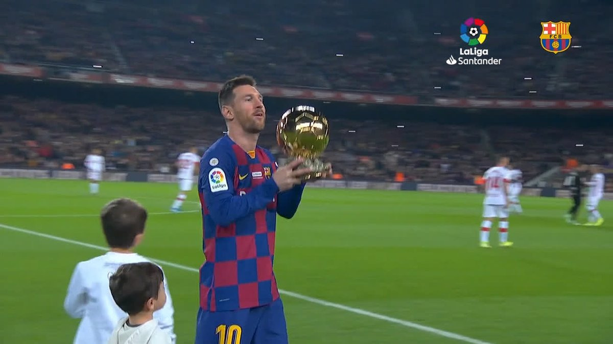 L'année 2019 de 👑 #Messi :  🏆 #BallonDOr de @francefootball  👟 #SoulierDor 🎖  #TheBest @FIFAcom  ⚽ #Pichichi de @LaLiga  🏅 Meilleur buteur de la @ChampionsLeague  🥇 Meilleur Sportif du Monde @LaureusSport !