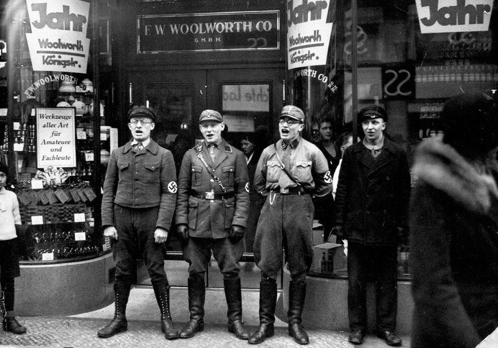 「自分が気に入らない商店に対して集団で嫌がらせをしてその活動を妨害する」という手段は初期のナチスもやっていたという事はマジで頭に入れておいた方が良いと思う