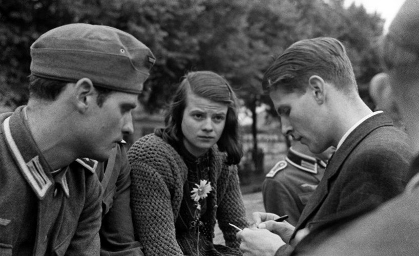 #OTD 1943: #HansScholl and his sister #SophieScholl were arrested by the Gestapo for helping to publish and distribute leaflets for the #WhiteRose non-violent resistance movement that opposed Nazism. https://spartacuseducational.com/GERschollH.htm #WWII #GermanHistorypic.twitter.com/KZhAaO8HOF