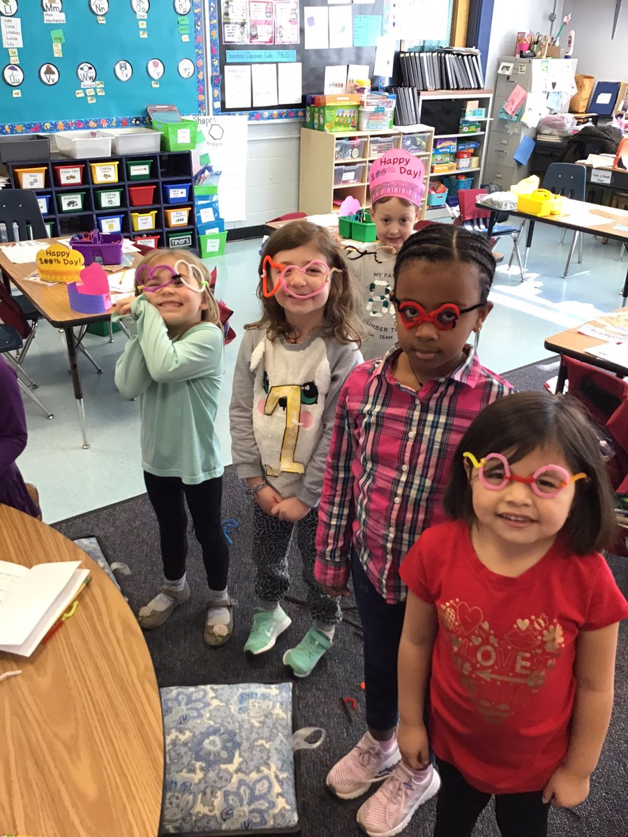 We had fun with a few 100th day STEM challenges today! We made hairy glasses with pipe cleaners, party hats with pattern blocks, and the number 100 out of legos! <a target='_blank' href='https://t.co/7lQ08TlrDq'>https://t.co/7lQ08TlrDq</a>