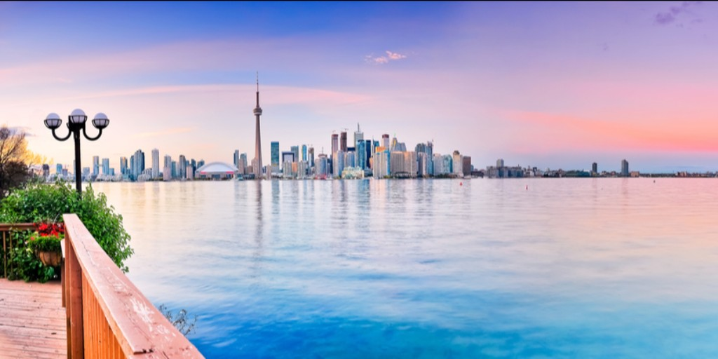 Art, food, beaches, nightlife. Toronto has it it all. We have return flights for 2 to give away with  @airtransat from Dublin. To enter to win just follow us & retweet. #DUBToronto<br>http://pic.twitter.com/WGeYwWzxAA
