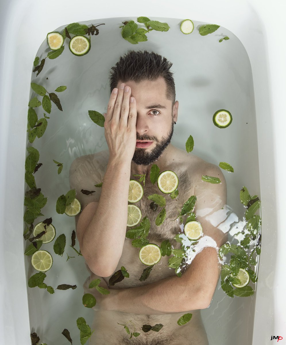 The bath cocktails : Mojito  Jean https://instagram.com/beardyjean #mojito #bath #fun pic.twitter.com/SLBMtHqBlN