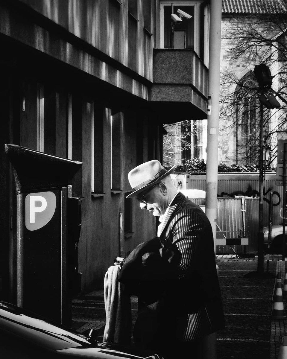 Platící... Praha  2020 #vitas69 #vitashenclcom #fuji #streetphotography #streetshot #streetphoto #street #streetlife #Prague #Praha #citylife #czechphoto #photooftheday #bnwphoto #bnwfuji #bnw #czechstreetphoto #praguecity #peoplepic.twitter.com/ScKPtWrOYB