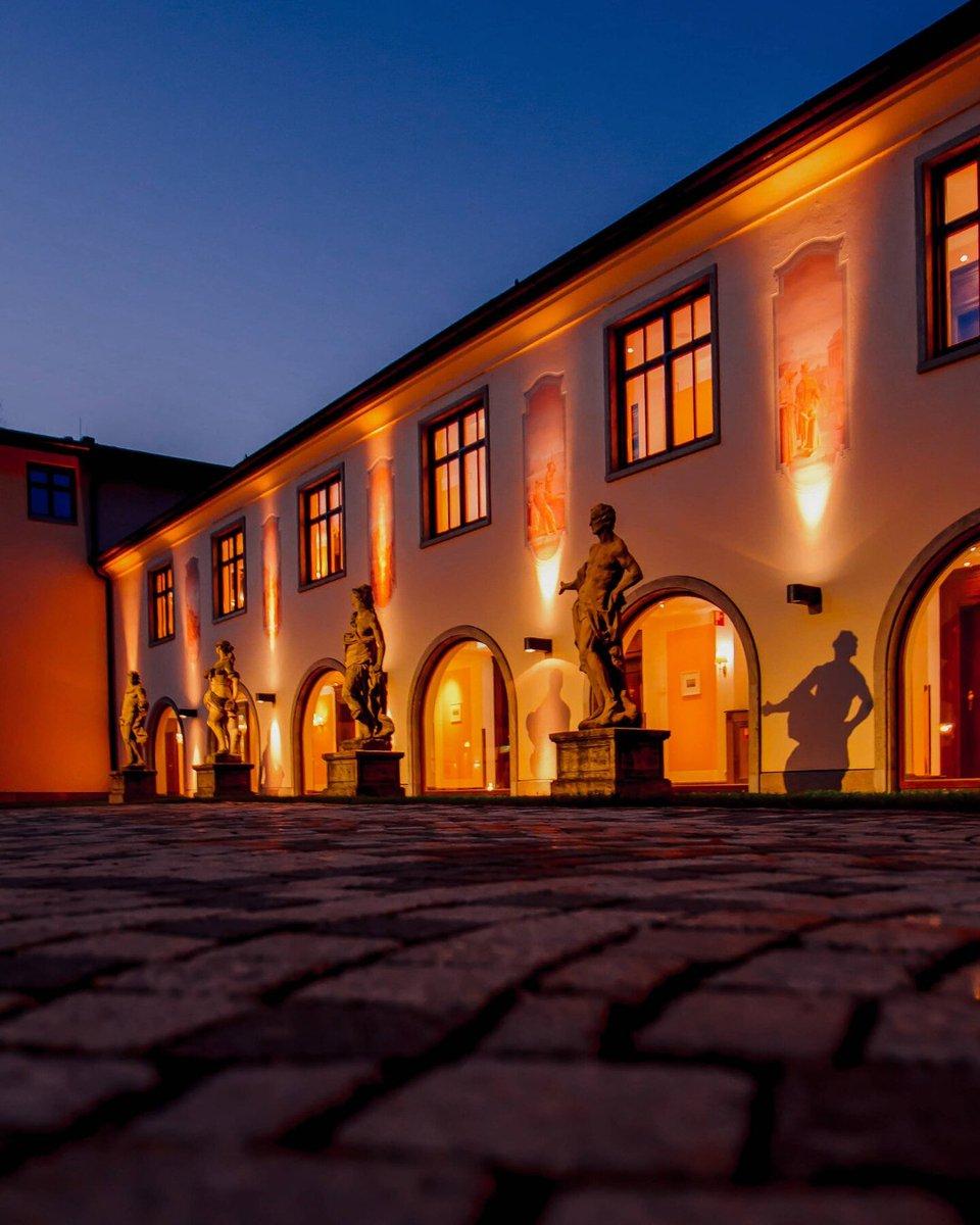 Snuggle up on winter nights at Schloss Fuschl after cozy days spent in the spa with Carol Joy London treatments  by @schlossfuschl . . . #SchlossFuschl #Salzburg #Austria #lake #winter #winternights #cozy #travel #travelgram #Europe #spa #Monday #Mondaynight #spadaypic.twitter.com/4xcCskKhMm