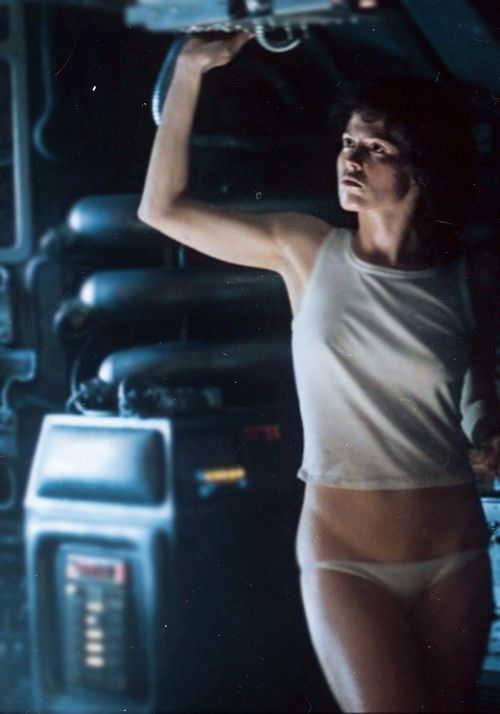 RIPLEY! … SIGOURNEY! #scifi #horror #icon ALIEN (1979) by Ridley Scottpic.twitter.com/ztN4bRrJz8