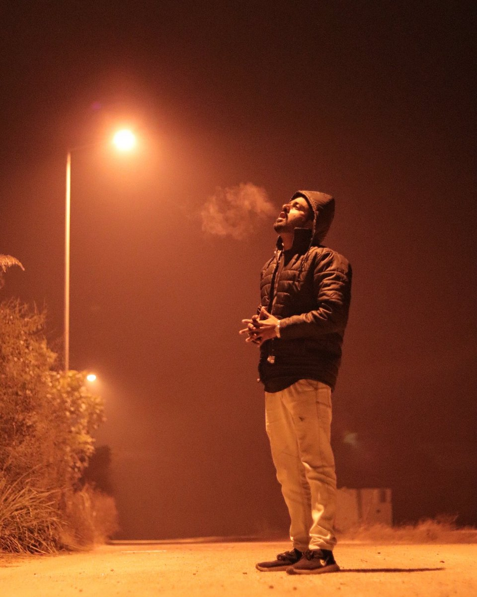 Smoke in the mouth, Alone in the crowd #rapper #hiphop #artist pic.twitter.com/UsGkljobNY