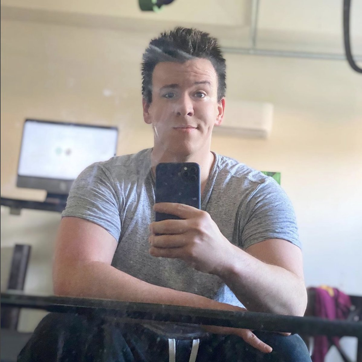 Philip Defranco On Twitter Sorry I Ve Been So Quiet On Twitter I Sent This Pic To My Wife And She Said It Has Divorced Dad Tinder Energy I Ve Been Recovering From This Burn He is a producer and writer, known for the philip defranco show (2006), the. philip defranco on twitter sorry i