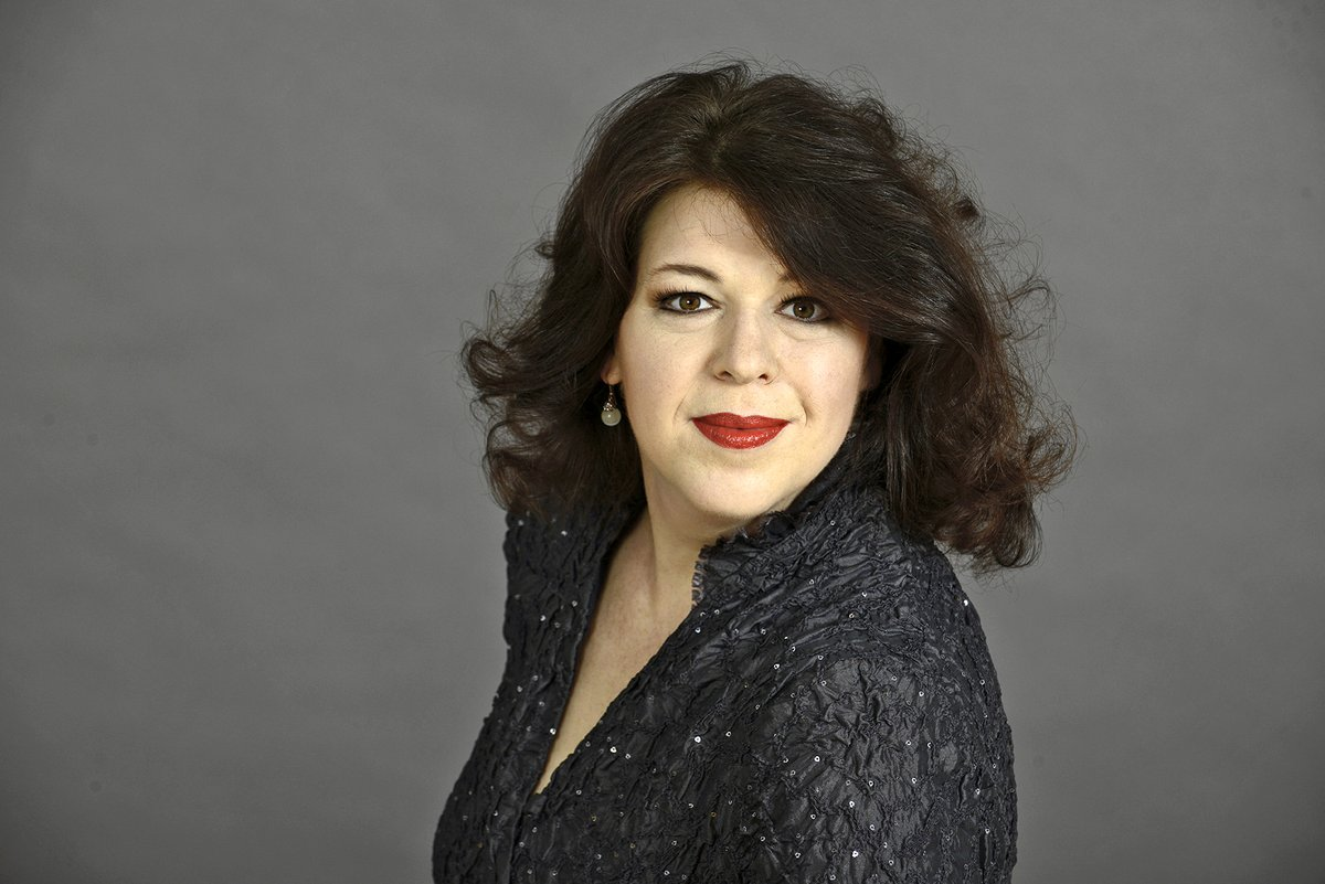 We congratulate our ensemble member Christa Mayer on receiving the honorary title of »Kammersängerin des Freistaates Sachsen«! Official bestowal during her recital at the Semperoper at 8 pm on Wednesday, 26 February 2020.https://www.semperoper.de/en/press/press-releases-3/blog/freude-ueber-ehrentitel-kammersaengerin-des-freistaates-sachsen-fuer-christa-mayer.html…pic.twitter.com/yPaItdtmZb