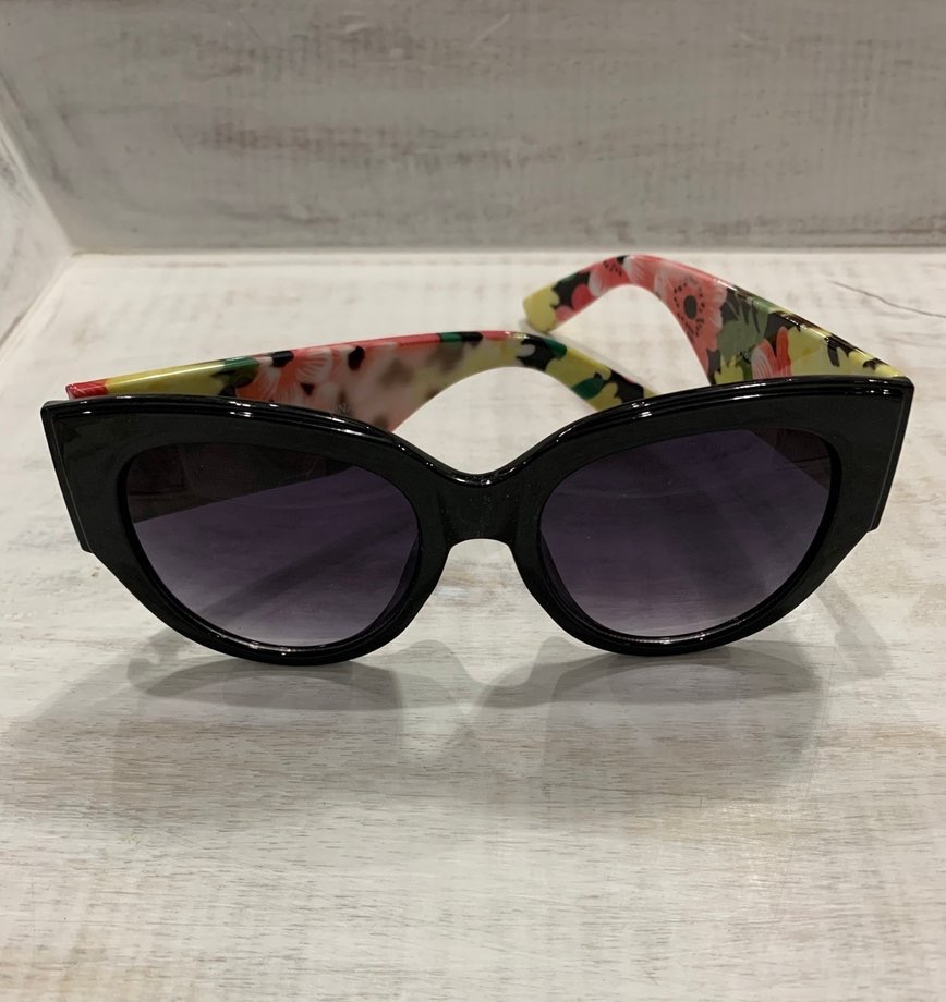 Our black floral sunglasses are so cute!  Get yours today at http://corahcouture.com!  #boutique #mobileBoutique #MobileBoutiques #shopping #boutiqueshopping #MakeupJunkieBags #MakeupJunkie #CorahCoutureBoutique #fashionstyle #fashion #style #fashionista #gifts #apparelpic.twitter.com/wv26hQUqJI