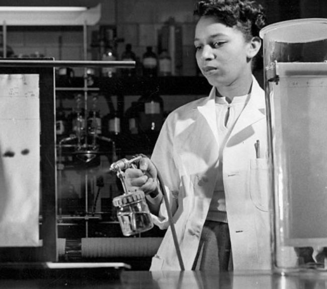 Carolyn Beatrice Parker was the first black woman to earn a masters in physics in the US (@MIT, 1951). She was unable to defend her PhD dissertation due to her health. She contracted leukemia likely due to her work with polonium during WW2. #BlackHistoryMonth2020 #WomenInSTEMpic.twitter.com/BFULZKiihi