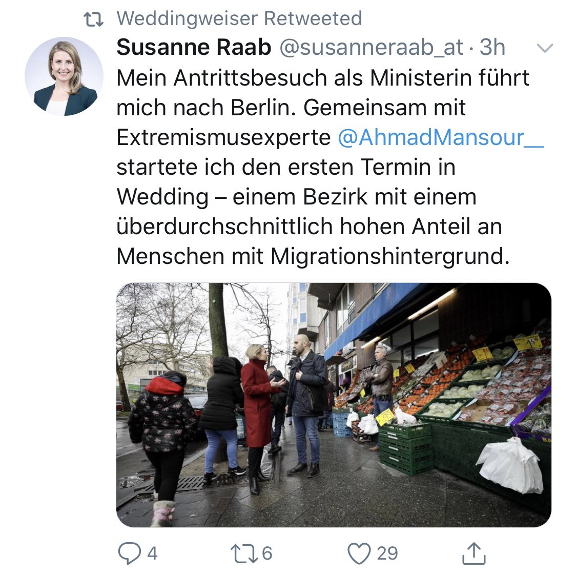 """Österreichische Ministerin kommt zu uns an die Pankstraße, macht plakativ ein Foto vor einem türkischen Supermarkt & schlägt in die Kerbe """"viele Ausländer = viel Extremismus"""". Auf diesen """"Tourismus"""" können wir verzichten! 🤮 #Gesundbrunnen #Wedding"""