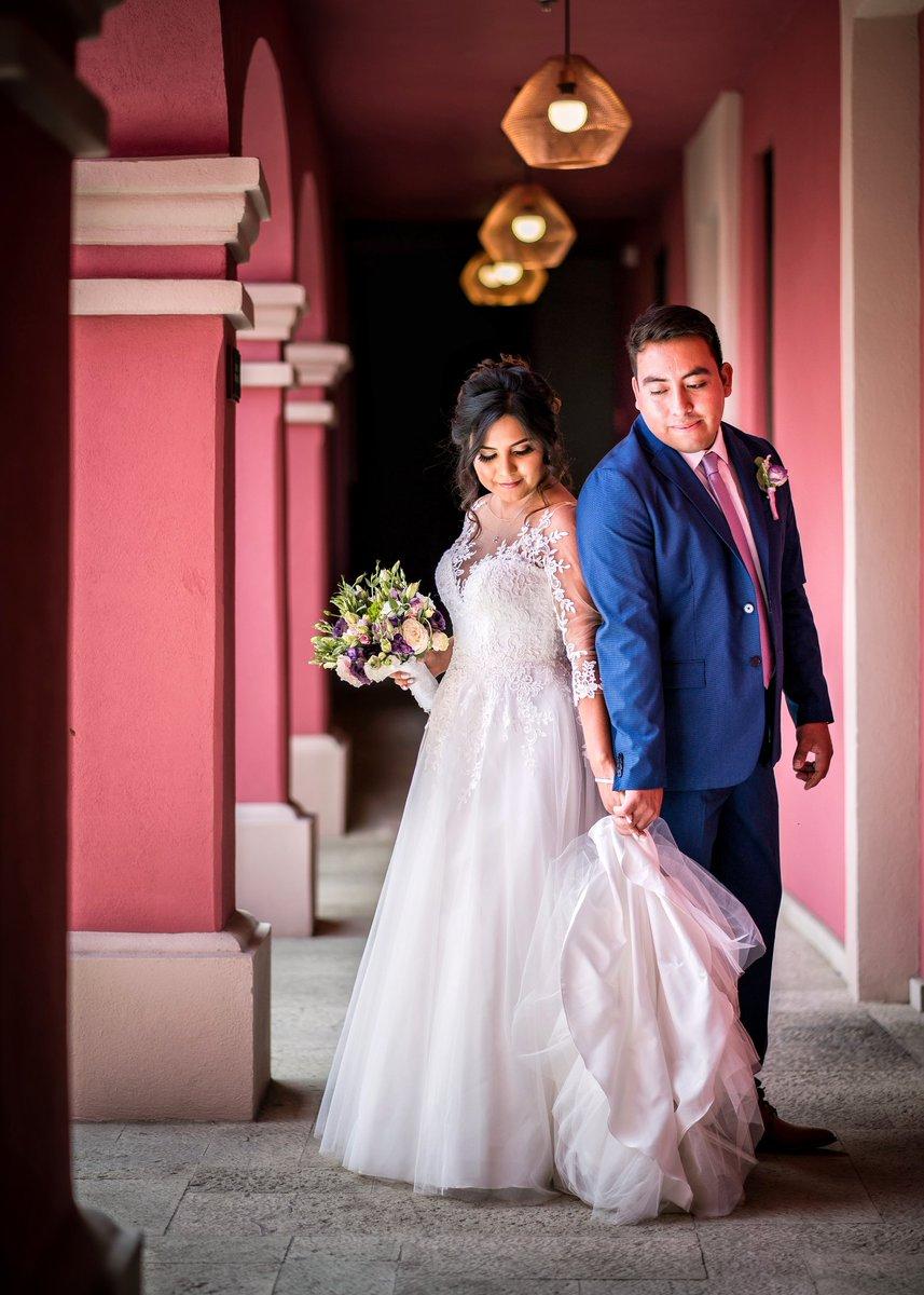 Conectados por el corazón. ▪ ▪ ▪ 👰🏽🤵🏽  #novias #novias2020  #novios #oaxaca #oaxacadestinationwedding #oaxacawedding #wedding #weddingcalenda #weddingday #weddingfotographer    #weddings #bestweddings #boda #bodas #bodas2020  #bodasmexicanas #bodasmexico #bodasoaxaca