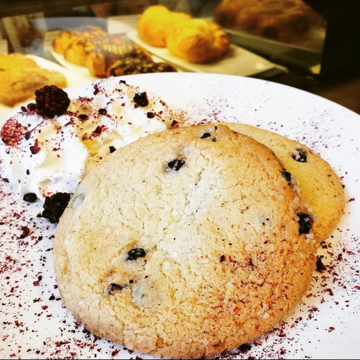 #blueberry #cookie at the #bncafe  Pair your treat with a fresh cup of #coffee for the perfect start to your day. #barnesandnoble #barnesandnobleCafe #bn #latte #espresso #beverages #dessert #springiscoming #bncafé #bnbookfun   post @bnnewhartford  pic.twitter.com/BjOtcoxl6H