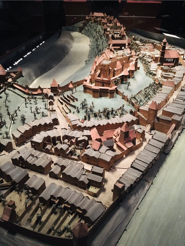 @shadmbrooks Hey man! You make great videos! I wanted to know: What's your opinion on the Burg of Burghausen? In the picture you can see the historical model. As far as I know it's still the longest castle in the world. pic.twitter.com/528F7LMMPf