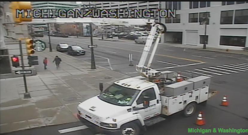 NB Washington Blvd at Michigan Ave has the right lane closed. #DetTraffic<br>http://pic.twitter.com/KN3prx7YxV