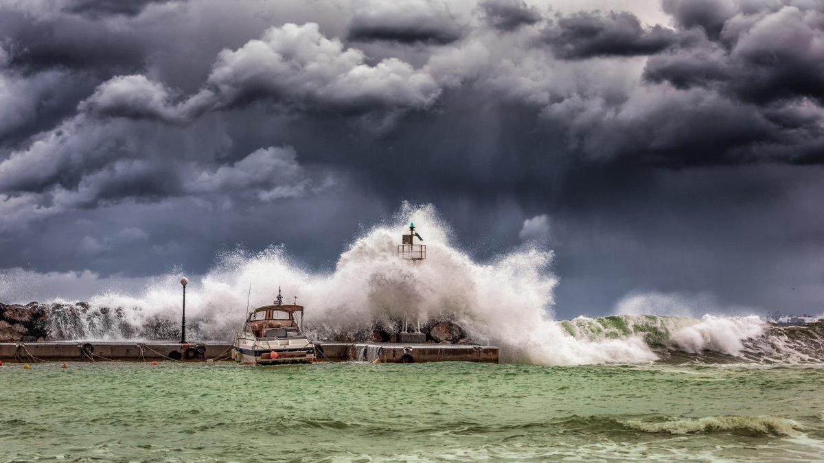 """Banquiers Franchiseurs ? Avis de tempête sur le secteur #bancaire ! Très bon article de Frédéric Stef sur l'expérimentation en cours du """"statut de #banquier #autoEntrepreneur"""".  #banques #courtage #franchise  https://www.linkedin.com/pulse/tempete-sur-la-planete-finance-frédéric-stef/… Via @LesEchos  @romaingueugneaupic.twitter.com/2RRhJOBpTD"""