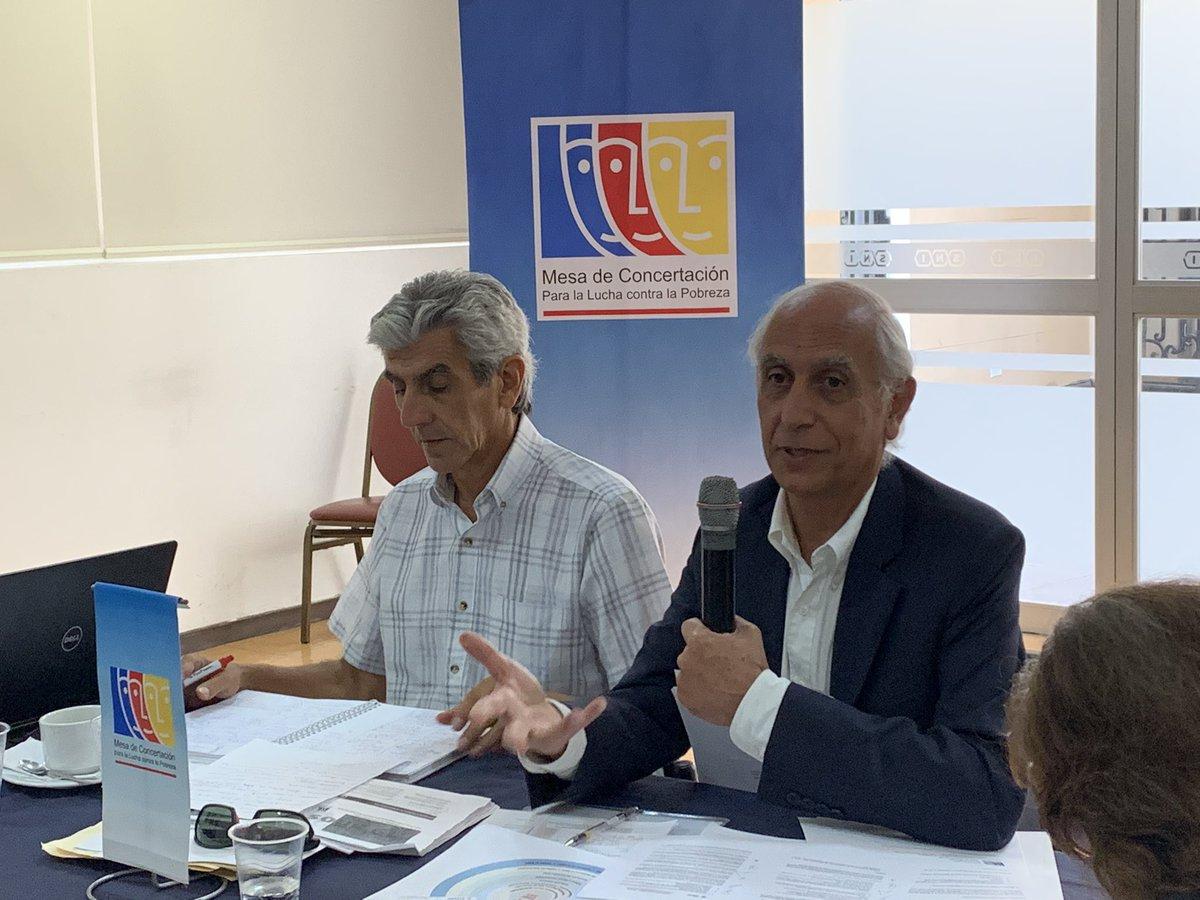 El presidente del @CEPLAN2050, Javier Abugattás, participó en la sesión del Comité Ejecutivo Nacional de la @MCLCP_NACIONAL. Superar la pobreza es parte de la #VisiónPerú2050 🇵🇪.  Conoce más sobre la visión de país 👉 https://t.co/tGjhSvQy1o