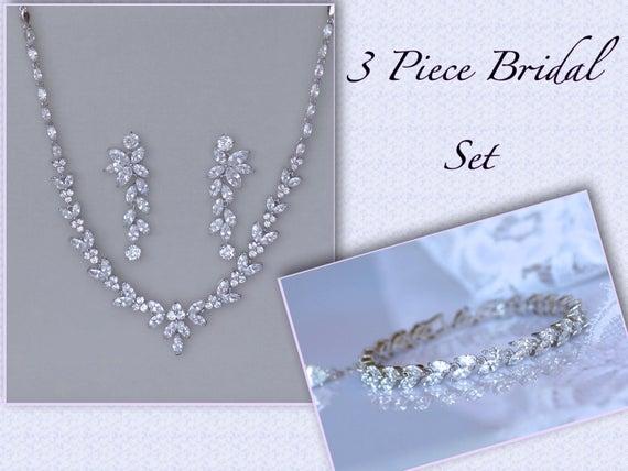 Crystal Bridal Set, Bridal Jewelry Set, White #weddings #jewelry @EtsyMktgTool https://etsy.me/2ItZ2JM #bridalnecklace #weddingjewelry pic.twitter.com/a3dPw6h98D