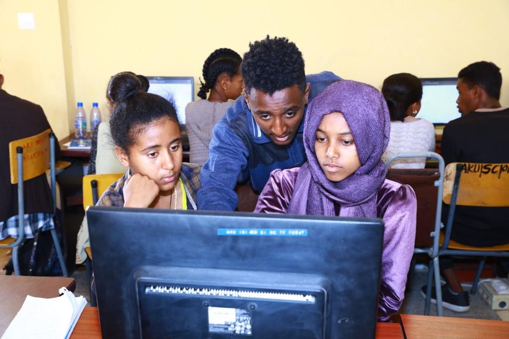 TigrayCodes offered computer coding training for secondary and preparatory students https://t.co/vsr2DDVS1S https://t.co/CykxNnSN6C