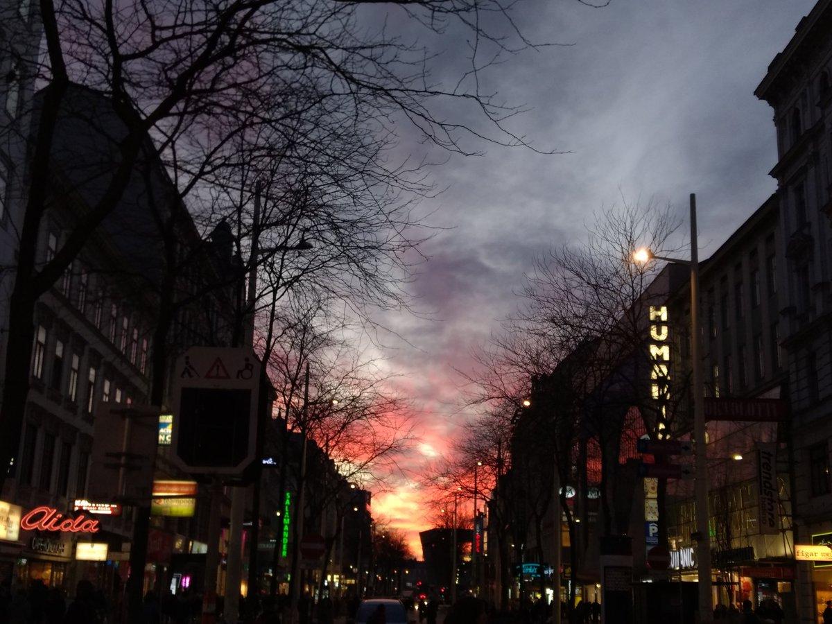 Sunset now! #wienliebe #sunsetliebepic.twitter.com/9NqbX01qHK