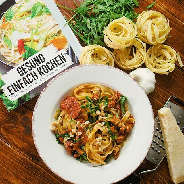 """""""Wir haben immer Lust auf Pasta, weil Nudeln gehen immer! 🍝😋😋😋 Wie ihr diese schnelle und einfache One Pot Pasta mit scharfer Chorizo, knackigen Walnüssen und frischem Rucola zubereitet, erfahrt ihr in unserem neuesten Rezept. 🤩🤩🤩 Wenn ihr das Re… https://t.co/2U6rss86lo https://t.co/k7QohPnv5v"""