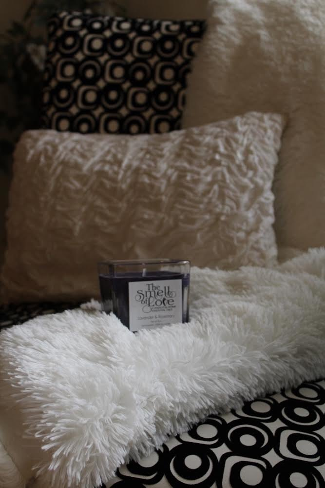 What's your favorite scent to relax and unwind? Ours is Lavender#shopmichigan #candlescent #lavender #candle #scent #relax #relaxation #unwind #unwinding #relaxtime#soycandle #michiganmade #michigan #local #michiganbusiness #shop #TuesdayThoughts #handmade #TuesdayMorningpic.twitter.com/8URkZsU0Zk