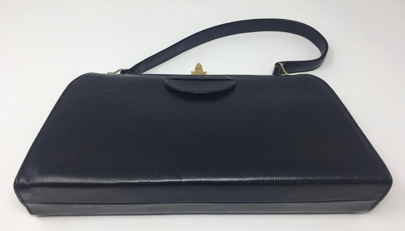 SOLD!! #vintagehandbag #vintagepurse #vintagehandbags #vintagepurses #bagsforsale #bags ##lfw #lfw2020 #vintage #vintagetrends #vintagesyle #vintageshopping  #vintageforsale http://www.etsy.com/shop/JemimaVintage… & Pls Visit Our Friends http://www.nandjjewelry.etsy.com #vintagejewelry #handmadejewelrypic.twitter.com/QRGtVpUoOe