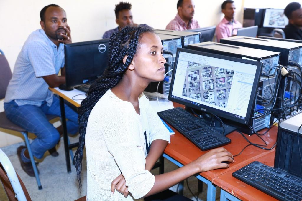 AKU provides cadastral survey and mapping training to digitalize the urban land related data https://t.co/VmpwxrSEO5 https://t.co/sHNZg0y5X3