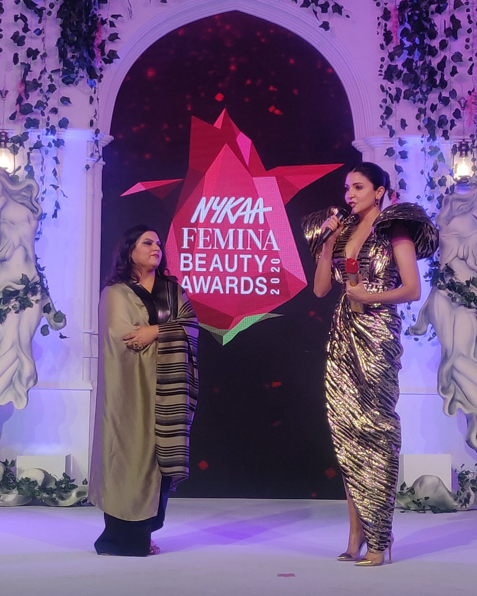 The ever so elegant Anushka Sharma (@AnushkaSharma) wins the Beauty Icon of the  Year award at the @MyNykaa Femina Beauty Awards. #NFBA2020pic.twitter.com/Dbs8eEvEUu