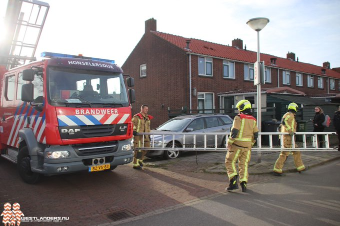 Stormschade aan de 2e van Reenenstraat https://t.co/Crf79PQBHR https://t.co/kYi5mEJY0C