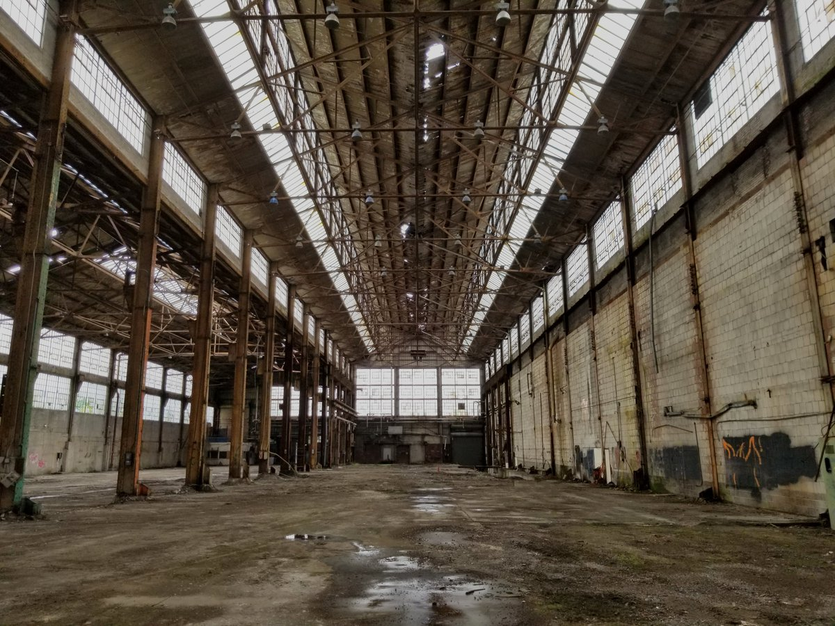 Built in 1912, the Glass Warehouse was an #industrial manufacturing facility. Recently acquired by @MIP_Hamilton, it houses many industrial #heritage features unique to this time period. Stay tuned to see the strategic vision for this #adaptivereuse project and campus unfold. pic.twitter.com/KVhQ0fCvDq