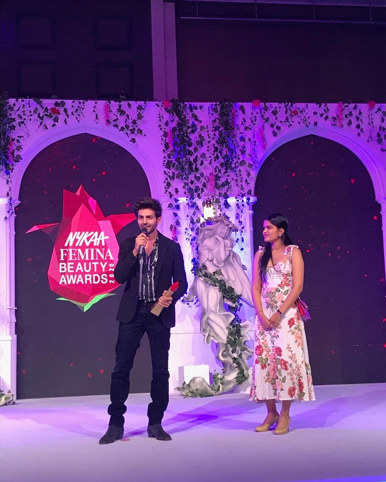 The Dapper Kartik Aaryan (@TheAaryanKartik) wins the Heartthrob of the Year award at the  @MyNykaa Femina Beauty Awards. #NFBA2020pic.twitter.com/ZUaFLTwFyE